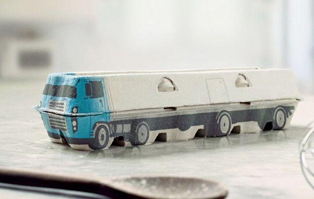 Camiones De Juguete Con Cajas De Huevo Capitan Planeta